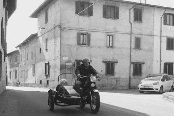 Davide Fogliano su Harley Davidson quadrato